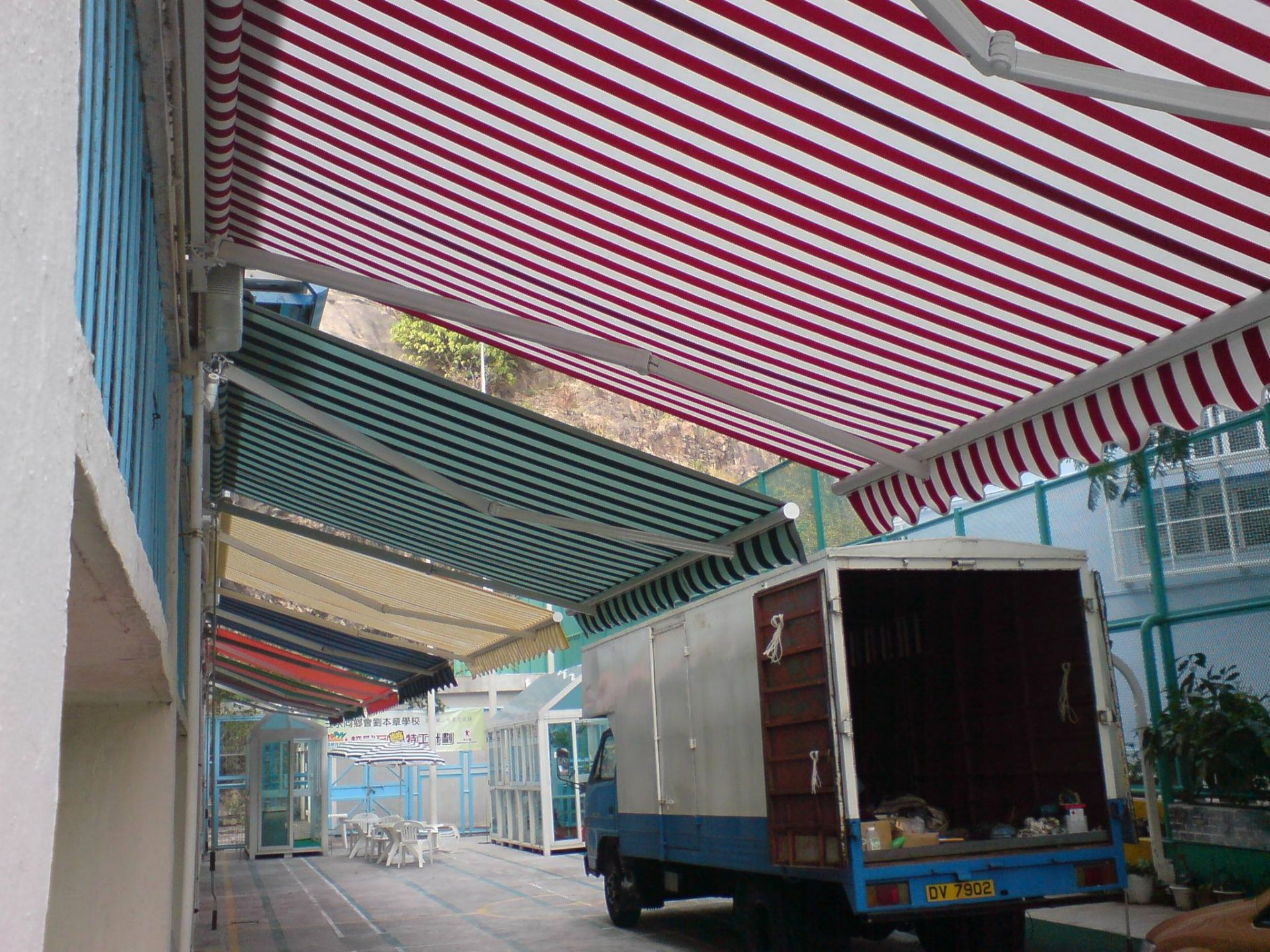 伸缩遮雨棚 欧式多角度遮雨棚 营造休闲氛围,及弥补室内空间不足的